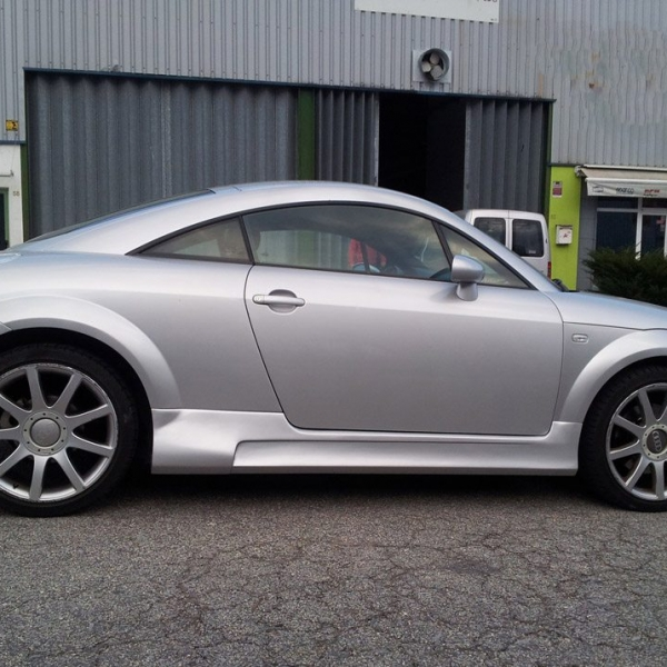 Audi-TT-cinza-embaladeiras