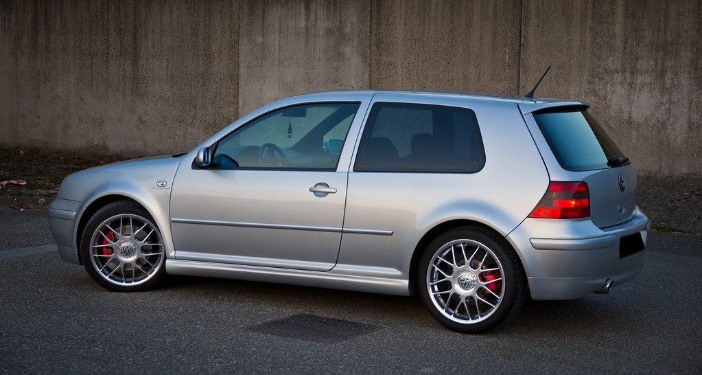 Volkswagen-Golf-IV-97-03-Embaladeiras-25-Anos